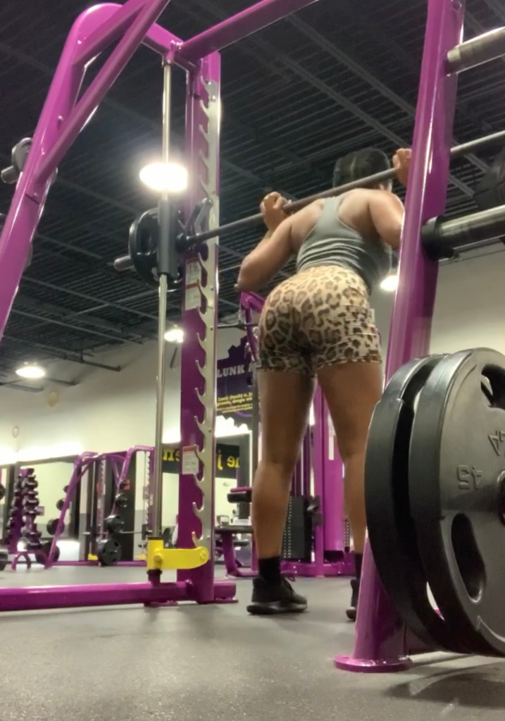 squats at planet fitness on smith's machine